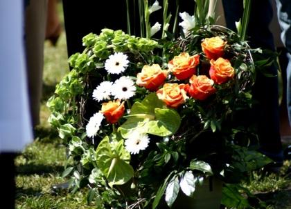 Pomnik dla Papieża Jana Pawła II w kwiatach