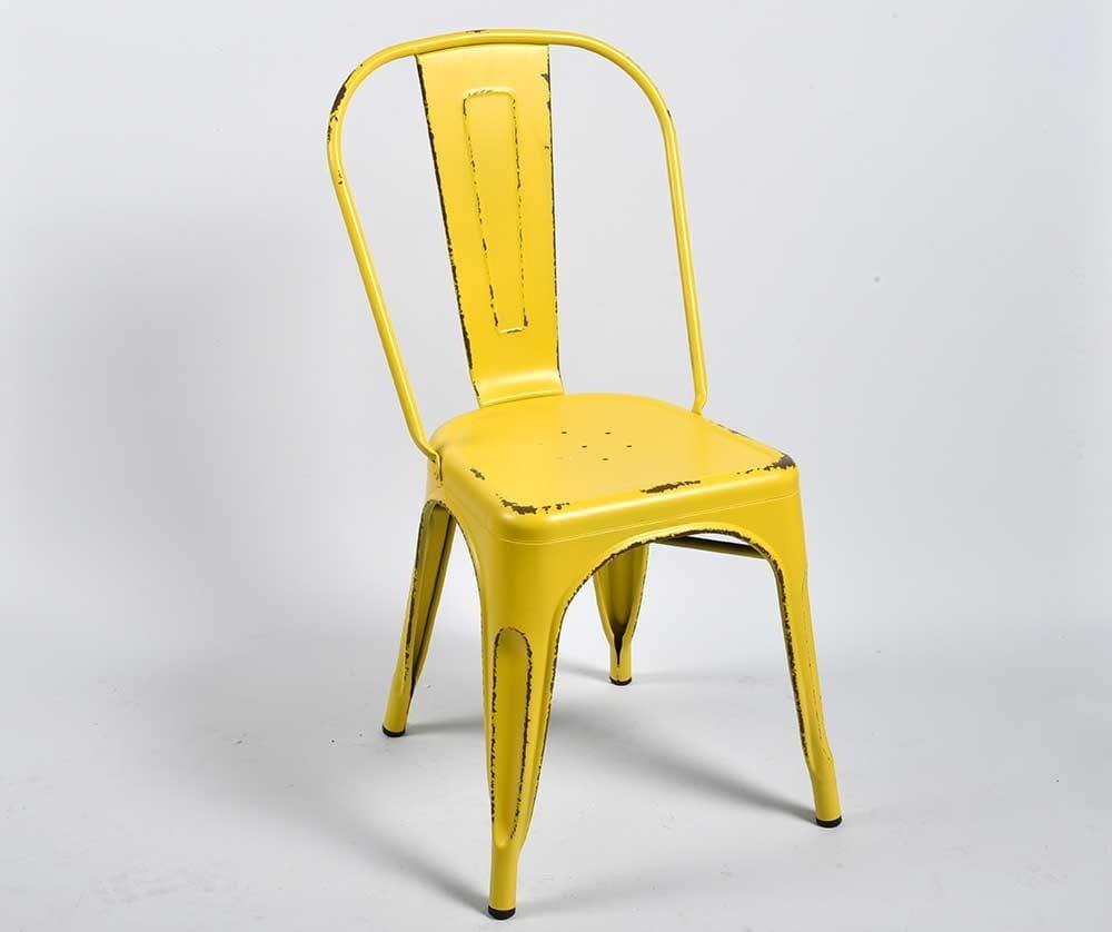 żółte krzesło
